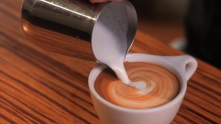 Рисунки на пенке кофе